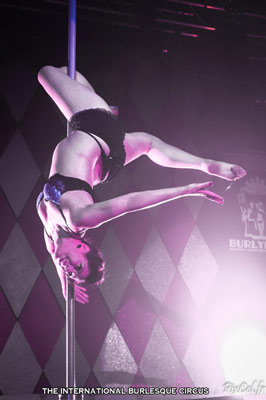 Violet Moonshine at the International Burlesque Circus Burlypicks Netherlands - the Dutch edition
