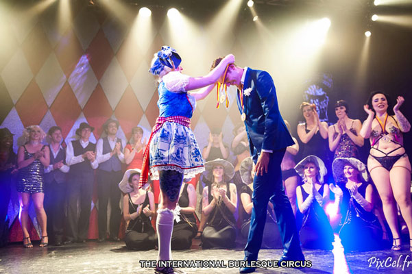 curtaincall and winners at the International Burlesque Circus Burlypicks Netherlands - the Dutch edition