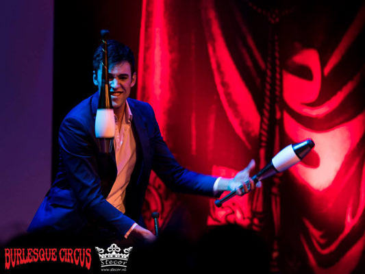 David Severins juggling at the International Burlesque Circus - the Wicked Wedding edition