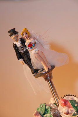 Herr Dokter & Xarah caketopper by Kinkycute Cupcakes at the International Burlesque Circus - the Wicked Wedding edition
