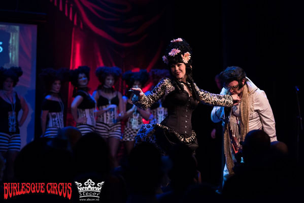 Wild Poppies fashionshow at the International Burlesque Circus - the Wicked Wedding edition