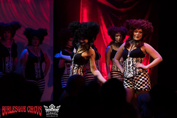 fashionshow Wild Poppis  at the International Burlesque Circus - the Wicked Wedding edition