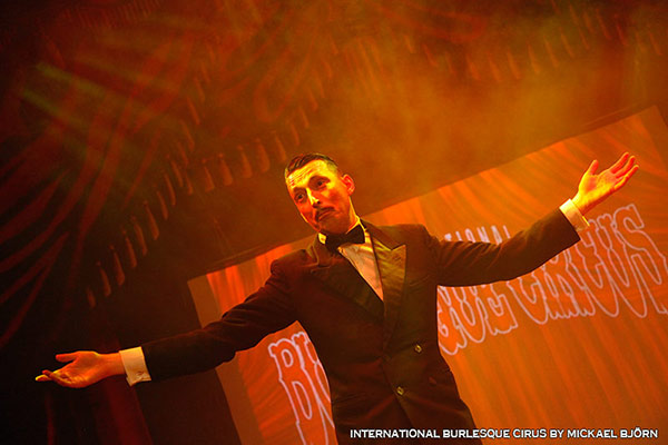 magic show at the International Burlesque Circus - the Exotic Sensations edition