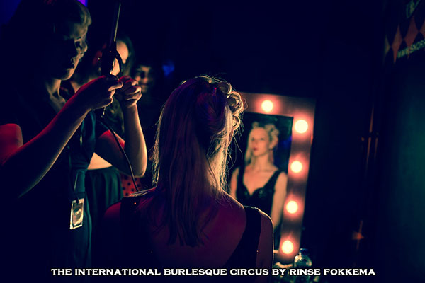 vintage hairsyling & barbershop  at the International Burlesque Circus, the Old Hollywood Glam edition