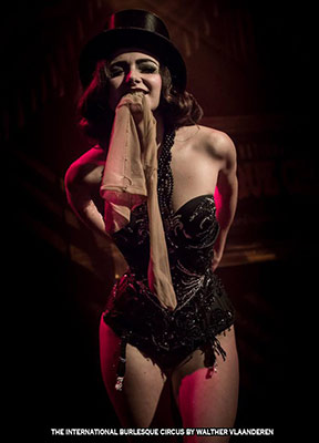 Mara de Nudée at the International Burlesque Circus