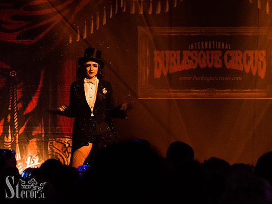 Mara de Nudée at the International Burlesque Circus, the Old Hollywood Glam edition