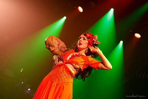 Wanda de Lullaboes at the Outer Space edition of the International Burlesque Circus in Utrecht