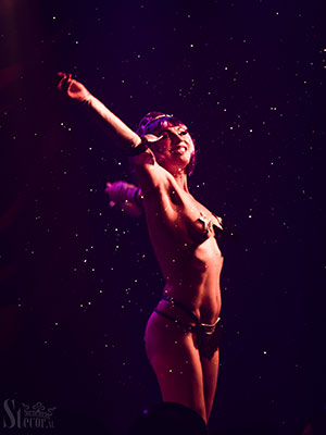 The Lipsi Lillies at the Outer Space edition of the International Burlesque Circus in Utrecht
