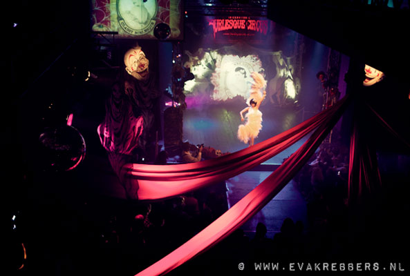 classy burlesqueshow at the Halloween edition of the International Burlesque Circus