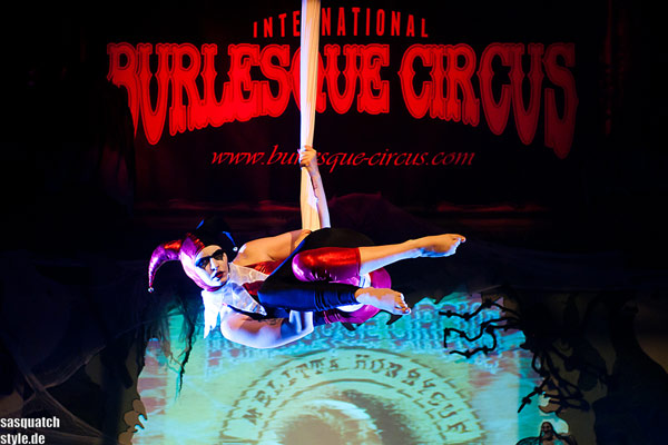 Melitta Honeycup as Harlekin at the Halloween edition of the International Burlesque Circus