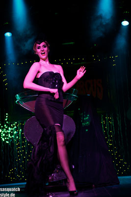 Roxy Diamond burlesqueshow at v
