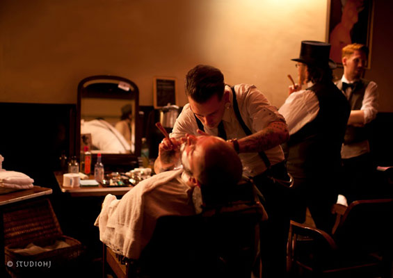 barbershop by Jan Heideman at The International Burlesque Circus - The Glamour edition